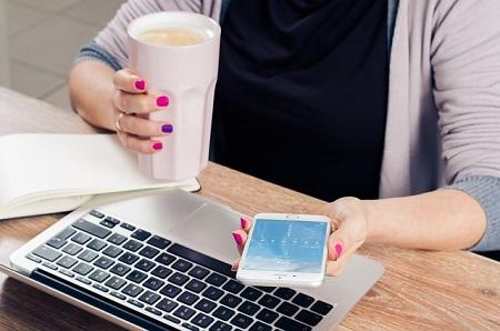 Hausfrau auf der Suche nach einem günstigen Hausfrauenkredit