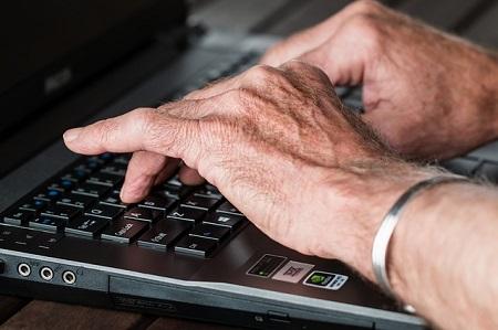 Rentner auf der Suche nach einem günstigen Kredit für Rentner