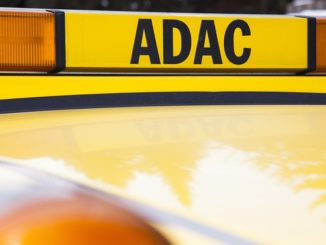 Gelbes ADAC Auto