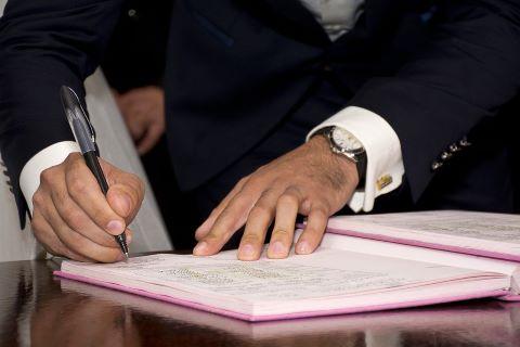 Unterzeichnung einer Gewährleistungsbürgschaft durch Bürgen