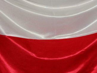 Polnische Flagge (oben weiß, unten rot): Viele Deutsche versuchen ihr Glück in Polen, um einen SCHUFA-freien Auslandskredit zu erhalten