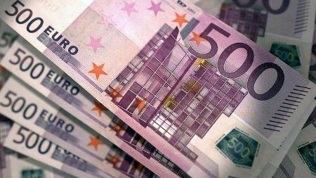 Mehrere 500 Euro Geldscheine: Sie benötigen einen 20000 Euro Kredit? Beantragen ganz bequem von Zuhause aus ein günstiges 20000 Euro Darlehen!