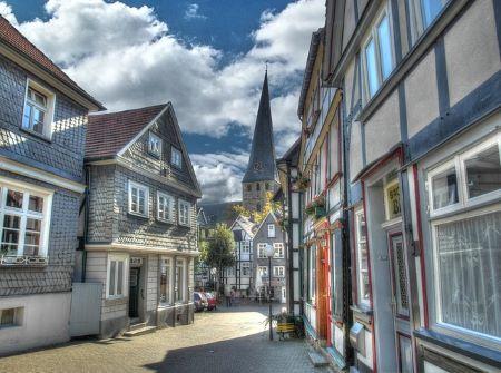 Bild von der Altstadt in Bochum: Wenn Sie schnelles Geld benötigen, haben Sie die Möglichkeit in einem Leihhaus Bochum einen Kredit ohne SCHUFA aufzunehmen!