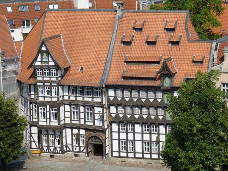 Schönes Fachwerkhaus in Braunschweig: Wenn du einen Sofortkredit ohne SCHUFA in Braunschweig benötigst, solltest du darüber nachdenken, ein Leihhaus Braunschweig zu besuchen!
