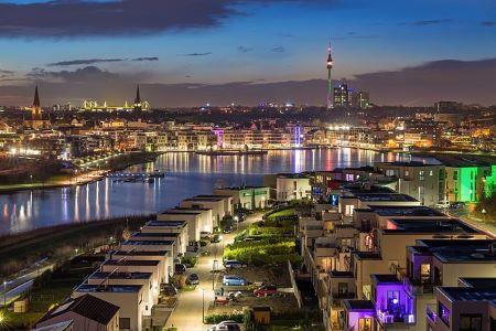 Die Stadt Dortmund bei Abenddämmerung: Wenn Sie einen SCHUFA-freien Kredit in Dortmund benötigen, lohnt sich evtl., ein Leihhaus Dortmund zu besuchen!