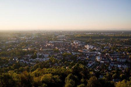 Bild von Durlach (Karlsruhe) aus der Vogelperspektive: Du benötigst einen Schnellkredit? Begebe dich doch in ein Leihhaus Karlsruhe!