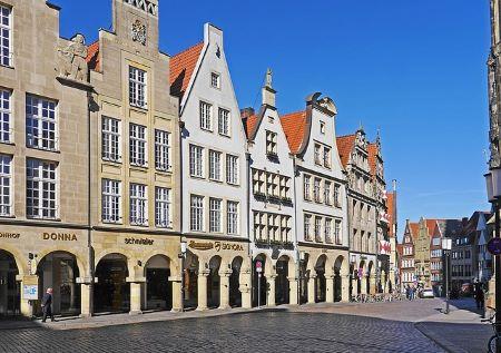 Der Prinzipalmarkt in Münster: Wenn du in Münster einen Sofortkredit benötigst, kannst du dir überlegen, ein Leihhaus Münster zu besuchen, um dort einen Pfandkredit ohne SCHUFA aufzunehmen!