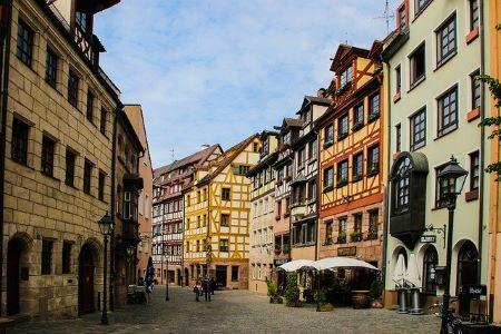 Die schöne Altstadt in Nürnberg: Wenn Sie einen SCHUFA-freien Kredit benötigen, haben Sie in einem Leihhaus Nürnberg die Möglichkeit, einen Pfandkredit ohne SCHUFA zu beantragen!