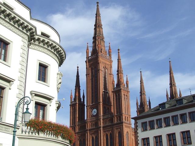 Dom in Wiesbaden und benachbarte Häuser: Du benötigst einen Sofortkredit ohne SCHUFA? Begebe dich doch ins Leihhaus Wiesbaden!
