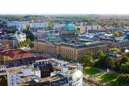 Die Stadt Leipzig aus der Vogelperspektive: Wenn Sie SCHUFA-frei Kredit in Leipzig aufnehmen möchten, können Sie darüber nachdenken, ein Pfandleihhaus Leipzig aufzusuchen.