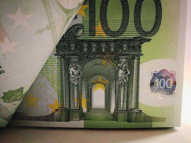 100 Euro Geldscheine: Wenn du schnell Geld benötigst, kannst du noch heute online einen günstigen 4500 Euro Kredit beantragen!