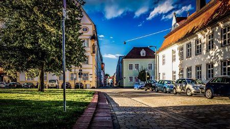 Altstadt von Ingolstadt: Wenn du schnell und SCHUFA-frei einen Kredit benötigst, kannst du dich an ein Leihhaus Ingolstadt wenden!