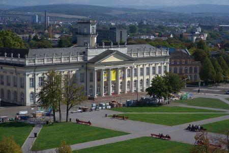 Fridericianum in Kassel: Wenn Sie in Kassel wohnen und einen unbürokratischen Sofortkredit benötigen, sollten Sie evtl. mal im Leihhaus Kassel vorbeischauen!