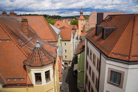 Altstadt von Regensburg: Wer in Regensburg wohnt und schnell und unkompliziert einen Kredit ohne SCHUFA benötigt, sollte darüber nachdenken, sich in ein Leihhaus Regensburg zu begeben!