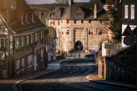 Altstadt von Solingen: Begeben Sie sich in ein Leihhaus Solingen, wenn Sie schnell und SCHUFA-frei Geld benötigen!